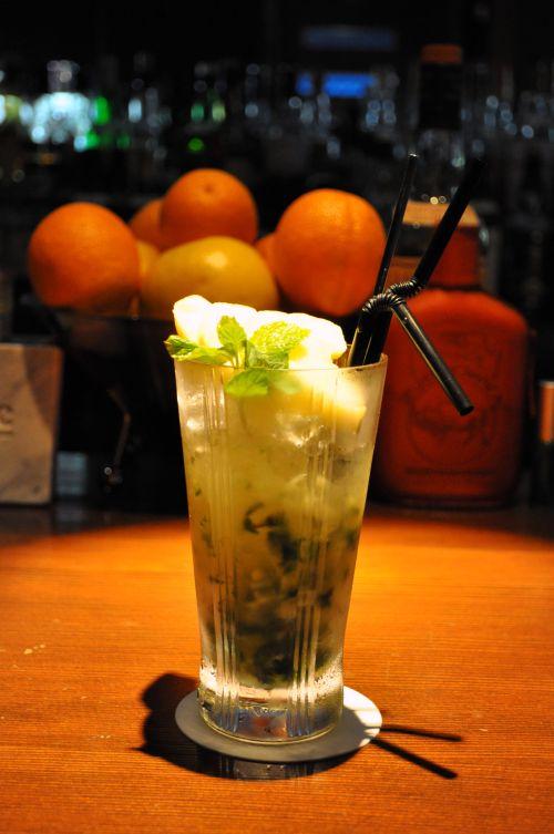 麻布 オーセンティックバー Bar High Tide(バー ハイ タイド) 桃のモヒート